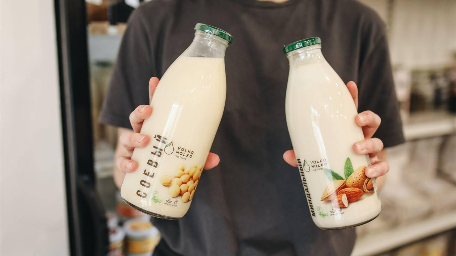 植物奶抢滩奶制品赛道,年轻人为什么不爱喝六个核桃了?