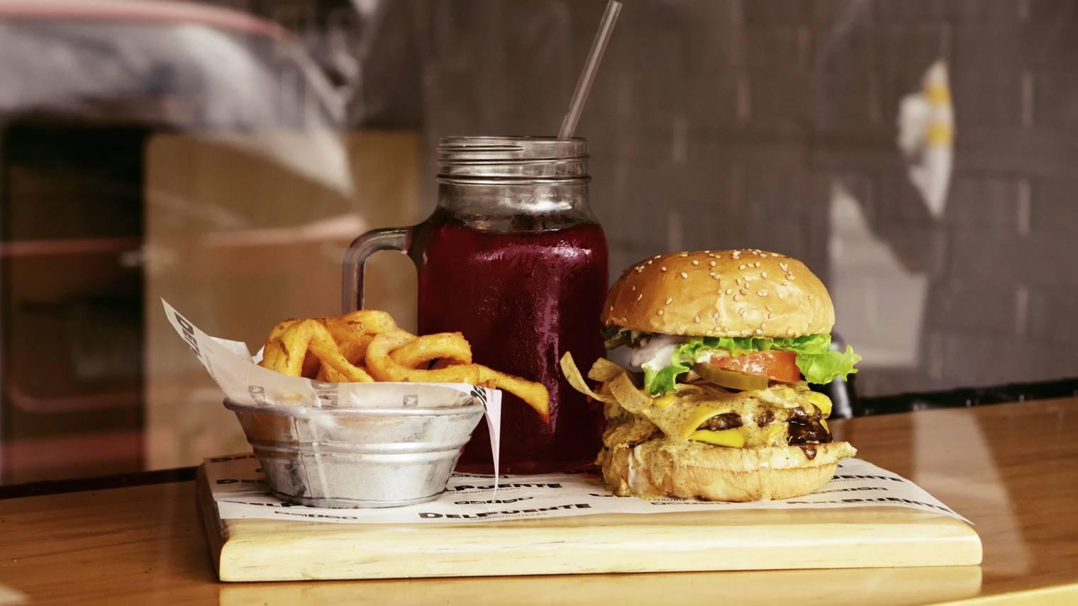 B站杀入餐饮,投了上海一家网红汉堡店