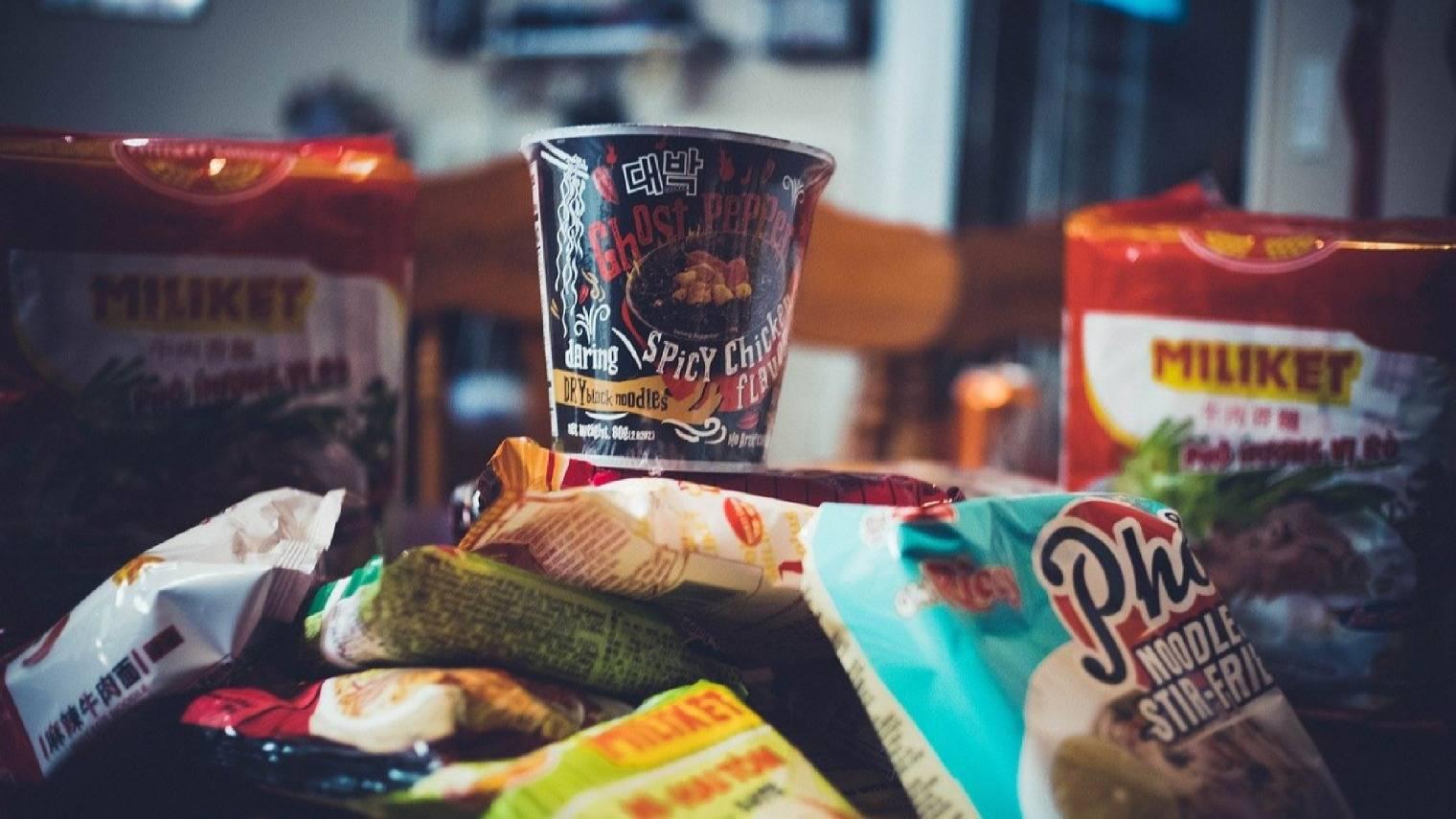 方便面打不过外卖?速食食品正靠高端面、螺蛳粉夺回市场