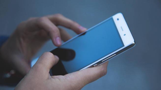 """那些年倒腾iPhone的人:一台""""水货""""曾赚万元"""