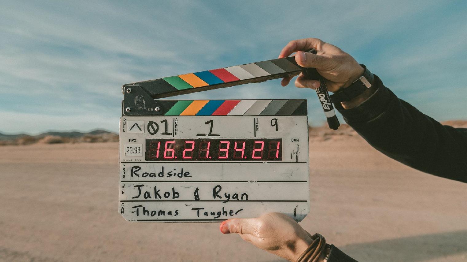 清明院线撤档与空降并行,12部电影定档、70家公司参与