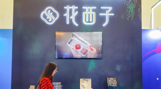 """百合+虚拟形象,""""解绑李佳琦""""的花西子换了营销路子"""