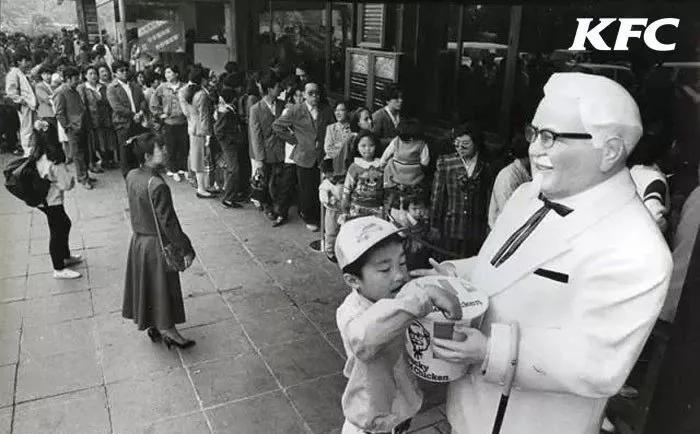 老乡鸡引发百万人排队,但为什么中式快餐还是打不过洋快餐?